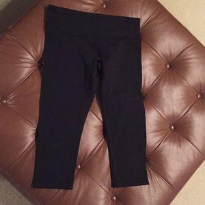 """Lululemon Women's size 8 capris leggings """"wunder"""""""
